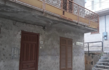 Intera palazzina con 2 appartamenti